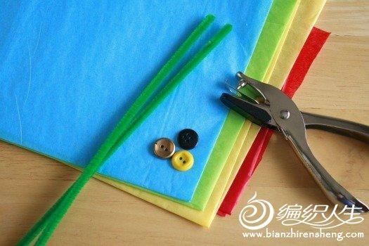 用彩纸折花所需要额材料和工具