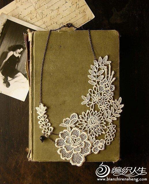 国外姐妹花的手工制作蕾丝作品图片