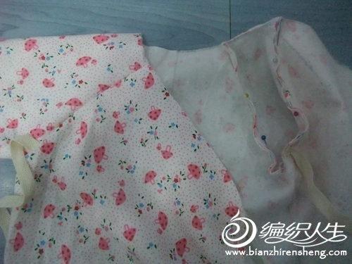 手工制作婴儿衣的裁剪过程