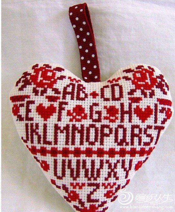 送给朋友的特别礼物   十字绣心形装饰