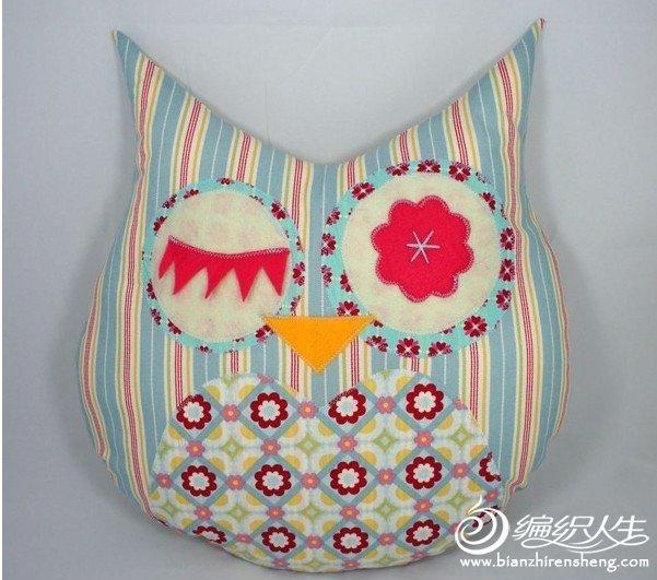 拼布和不织布结合而成的猫头鹰装饰枕头