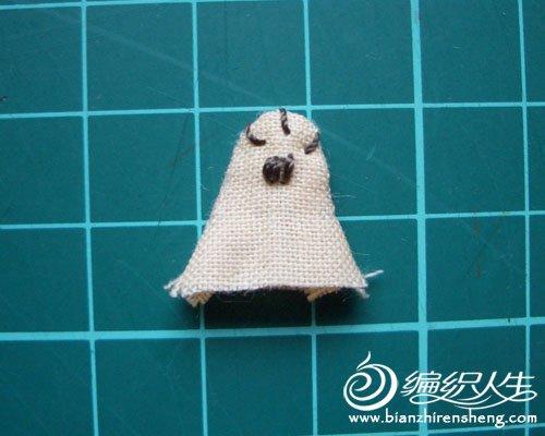 diy手工制作个性拼布小猫手机挂饰图解