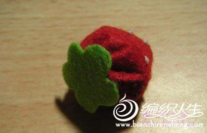手工不织布草莓的制作过程