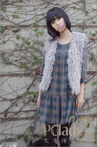 可爱女生秋季长款毛衣搭配