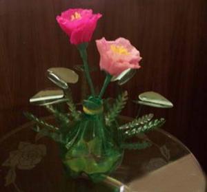 废物利用之用雪碧瓶制作美丽花瓶的过程