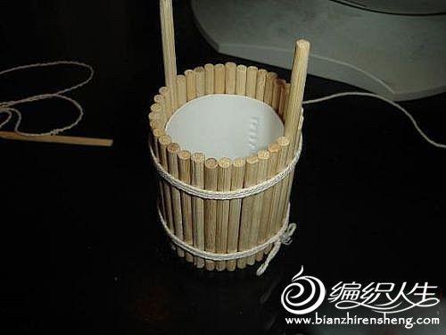 用筷子手工制作可以盛水的小木桶