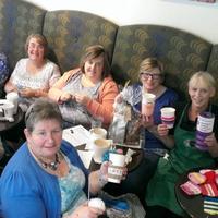 北爱尔兰小镇星巴克针织小组 织防热杯套为慈善