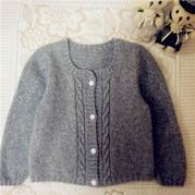 小淑女一号 适合三岁左右女童穿的灰色棒针羊绒小开衫