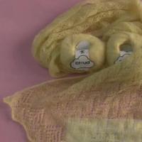 嫩黄色围巾 云马柔美棒针蕾丝围巾零基础视频教程 编织人生视频学堂