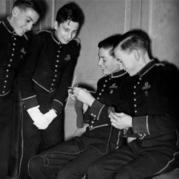 战争中的编织?英美国家的男人为什么编织?
