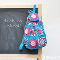 有趣的毛线小物照亮孩子的书包或书桌