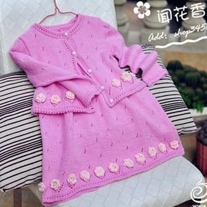 桃红色棒针宝宝背心裙与开衫两件套