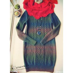 绚丽 美丽段染棒针复古花纹圆领长款毛衣