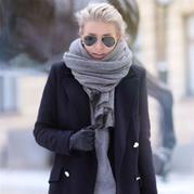 搭配与编织灵感 看街拍时髦人士怎么玩转超有型宽大围巾