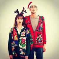 别具匠心的圣诞季情侣丑毛衣