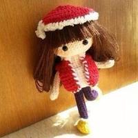 小美 钩针戴圣诞帽的俏皮可爱女孩