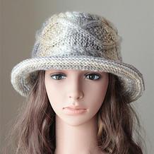 既保暖又能凹造型的粗针织棒针女士卷边渔夫帽