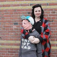 是什么原因让一位母亲编织与真儿子同比例大小的假儿子?