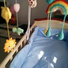 钩针编织婴儿床铃装扮五彩世界
