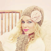 钩布和编织打造冬日甜美优雅装扮