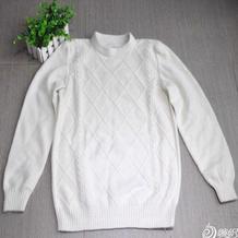 型男白色菱纹棒针兔绒毛衣