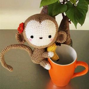 钩针抱香蕉萌萌的小猴