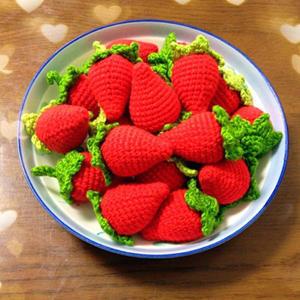超逼真钩针草莓做法之立体草莓的钩编教程