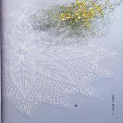 棒针编织的蕾丝桌布