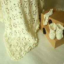 送新生儿的礼物 钩针编织婴儿三件套之纯色花朵婴儿毯