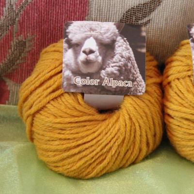 编格尔PE-887羊驼绒 手编中粗毛线围巾大衣棒针线