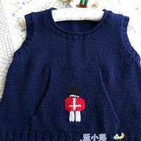 儿童手编毛衣款式之棒针士兵图案小口袋背心