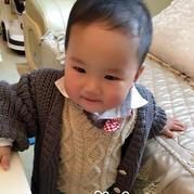 儿童手编毛衣款式之可穿好几年的超实用中性款元宝针外套毛衣