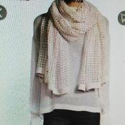 手编女士围巾之仿织三万三的钩织结合镂空方格围巾