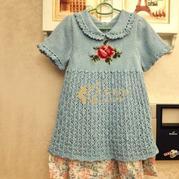 儿童手编毛衣款式之棒针玫瑰提花短袖小翻领公主裙