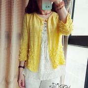 女士手编春夏毛衣款式之鹅黄色棒针七分袖开衫