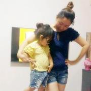 手工编织服饰款式之母女亲子款钩织结合夏季千层袖罩衫