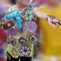 巧媽用毛線與光盤結合演繹六一低碳環保服裝
