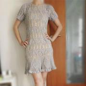 毛线球170中的一款女士短袖钩针菠萝裙