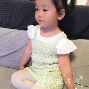 由钩针背带裤改版的可爱女童钩针编织背带裙