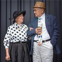 """""""高级成衣定制服装秀""""64年只为一人一针一线的编织"""