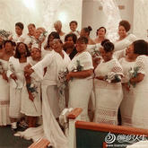为朋友的婚礼,她钩了19条裙子!!