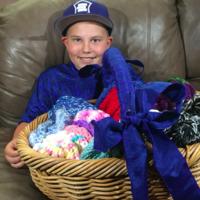 为这位11岁的小男生点个赞 编织50顶毛线帽帮助患病儿童