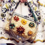 杜嘉班纳2016春夏的时尚钩包与钩裙