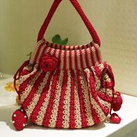 条纹花朵草莓装饰钩针手提包编织视频教程(3-1)