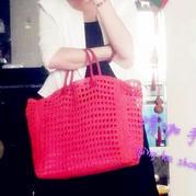 仿八万多的D&G2013款女士钩针棉草镂空包包