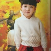 漂亮的女童棒针云柔立领毛衣