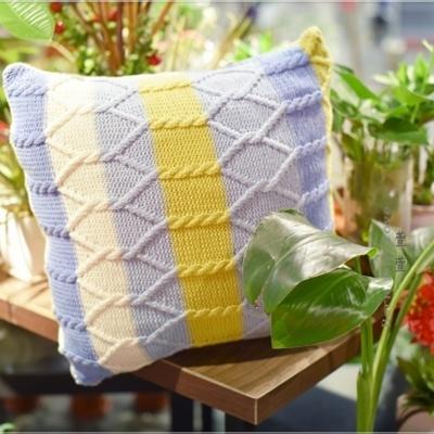 牛奶棉棒针编织麻花条纹抱抌