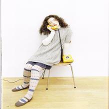 少女棒针浅灰色麻花中袖毛衣(裙)