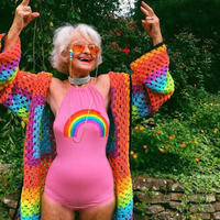 88岁老奶奶告诉你钩针比基尼可以是什么颜色