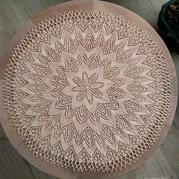 四根针也可以织的棒针蕾丝圆形桌布
